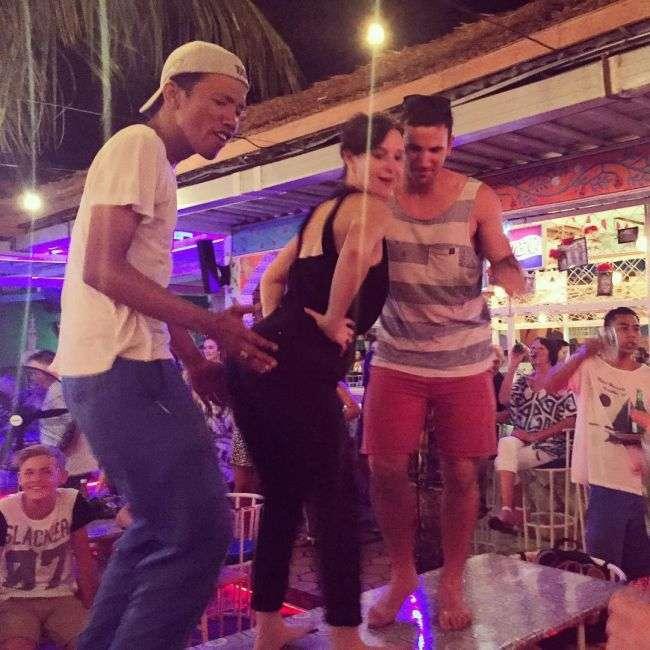 Застряглі на Балі туристи публікують фото своїх «мук» (24 фото)