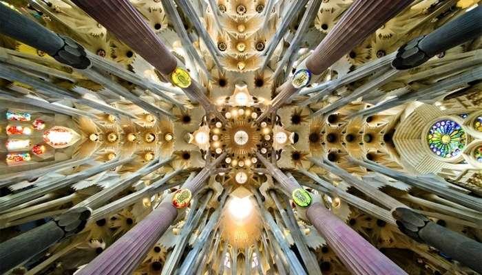 Храм Святого Сімейства - найвідоміший довгобуд у світі (5 фото + відео)