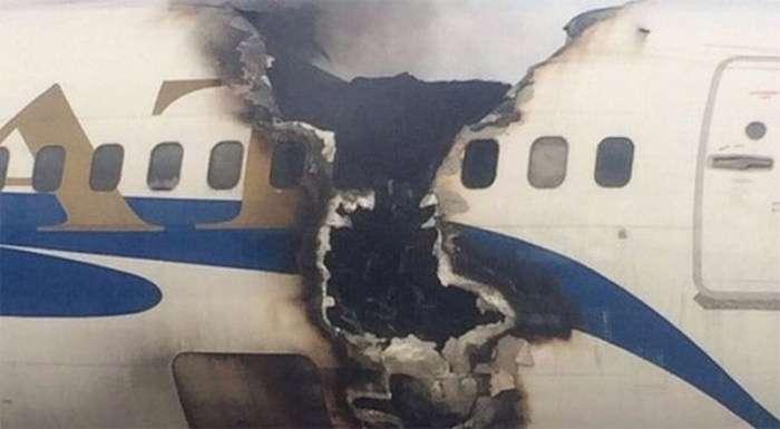 В аеропорту Актау загорівся Boeing 737 (3 фото + 2 відео)