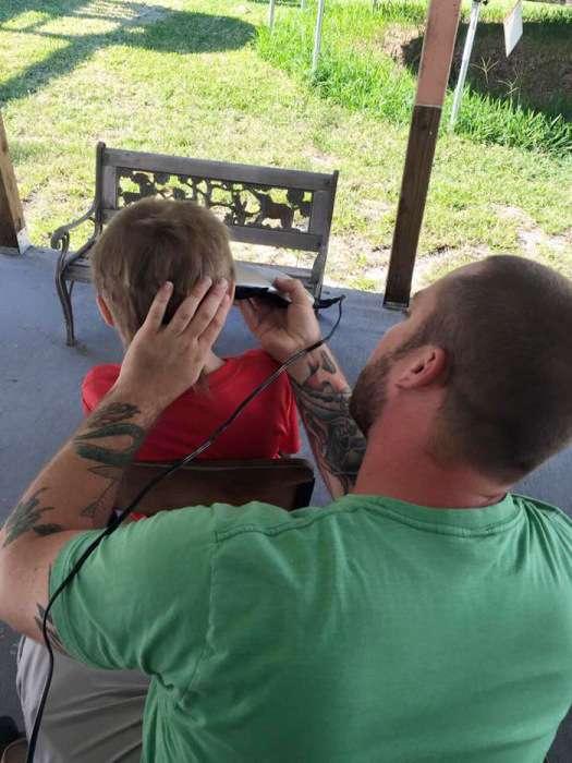 Більше 2-х років хлопчик терпів глузування, щоб допомогти хворим дітям (8 фото)