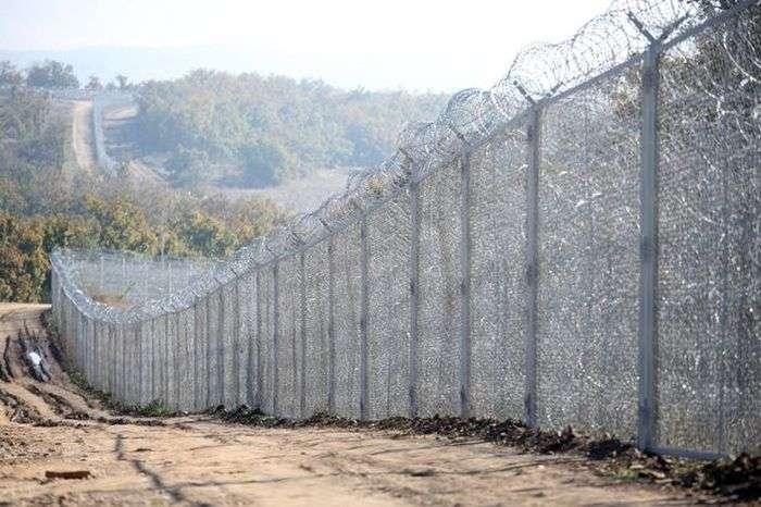 Неприступний паркан на болгарсько-турецькому кордоні (5 фото)