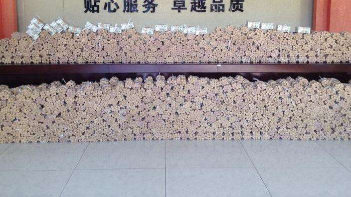 У Китаї чоловік купив автомобіль вартістю 140 000 доларів за монети (5 фото)