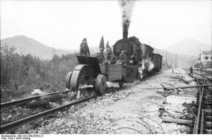 Путеразрушители часів Другої світової війни (14 фото)