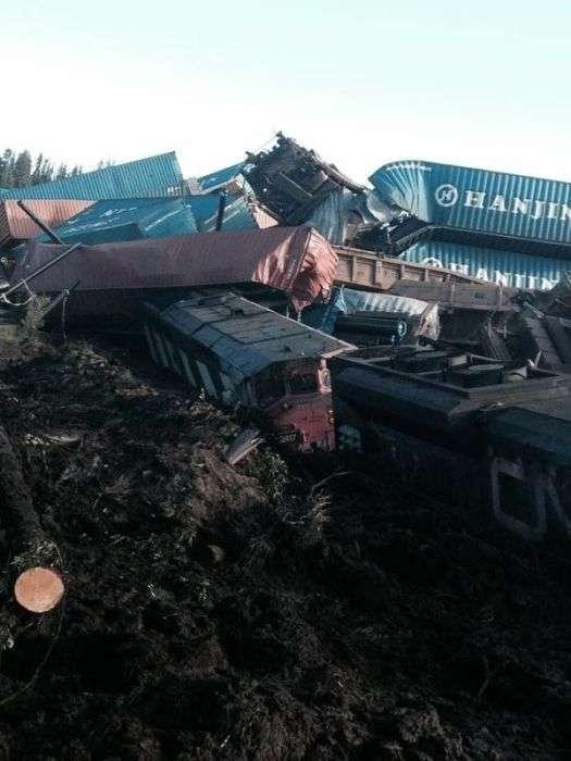 Зіткнення поїзда з лісовозом очима машиніста (13 фото)