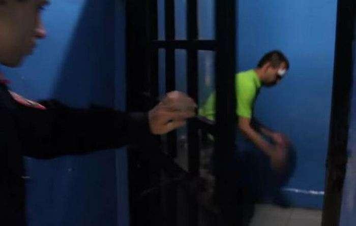 15-річна мешканка Тюмені затримала злочинця-рецидивіста і передала його поліції (3 фото + відео)