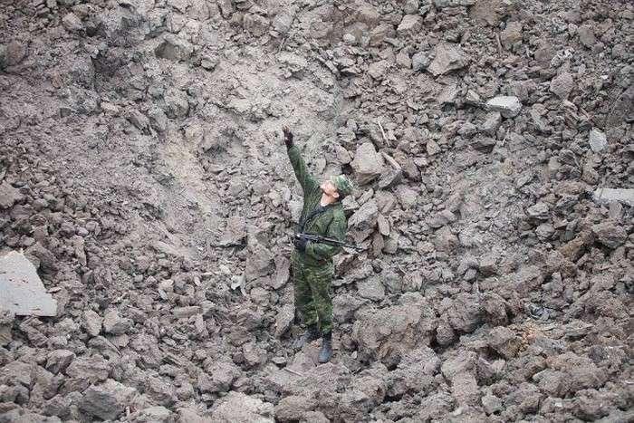 На околиці Донецька пролунав потужний вибух (37 фото)