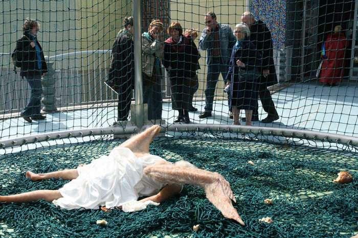Китайські дизайнери показали лякаюче реалістичного занепалого ангела (5 фото)