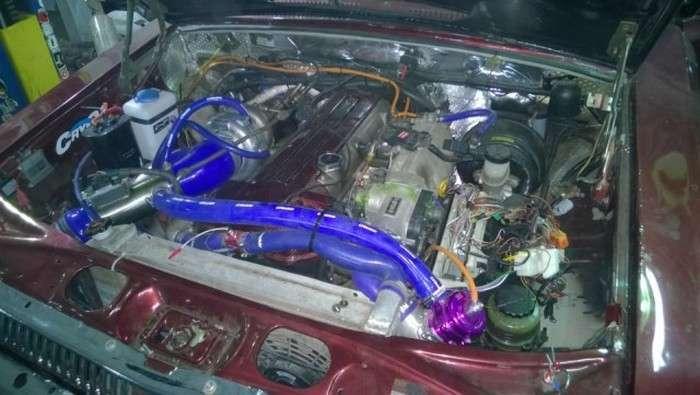 ГАЗ-24М з 420-сильним турбованим двигуном Toyota (25 фото)
