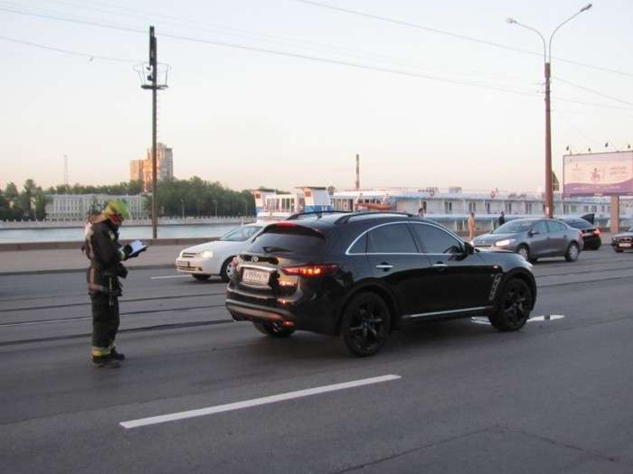 Гонка люксових позашляховиків в Санкт-Петербурзі закінчилася масовим ДТП (8 фото)