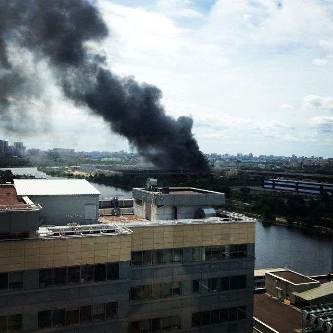 У Москві на колишньому заводі ЗІЛ сталася велика пожежа (13 фото)