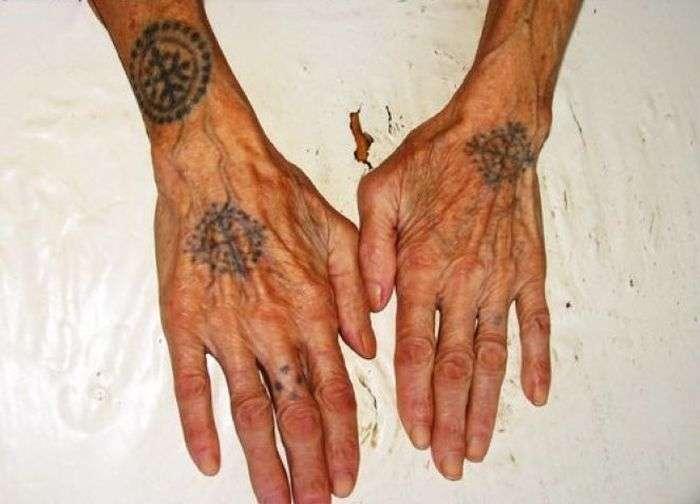 Хорватські бабусі з татуюваннями на руках (9 фото)