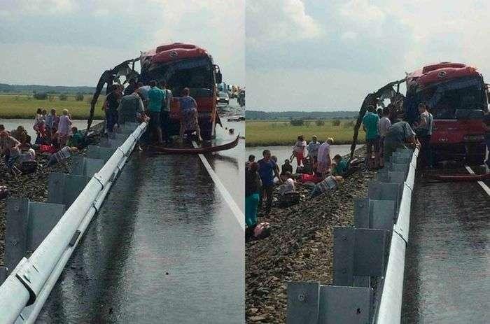У Хабаровському краї зіткнулися рейсові автобуси. 16 людей загинули, понад 60 отримали поранення (3 фото)