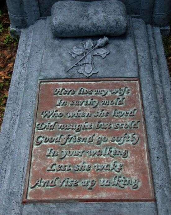Застереження на могилі померлої дружини (3 фото)