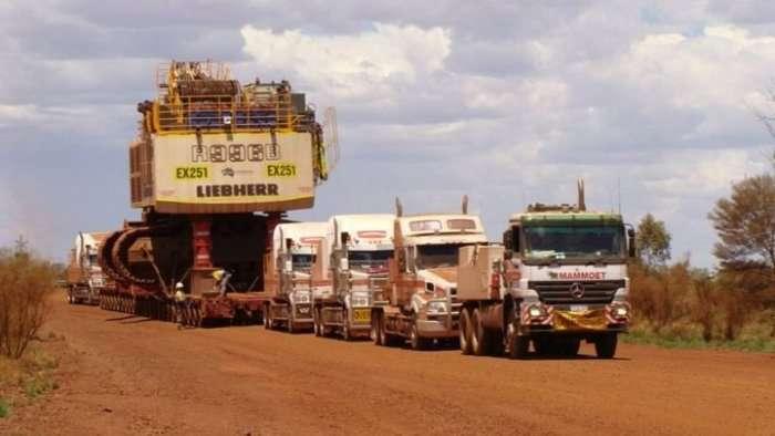Як транспортують величезні карєрні екскаватори (4 фото)