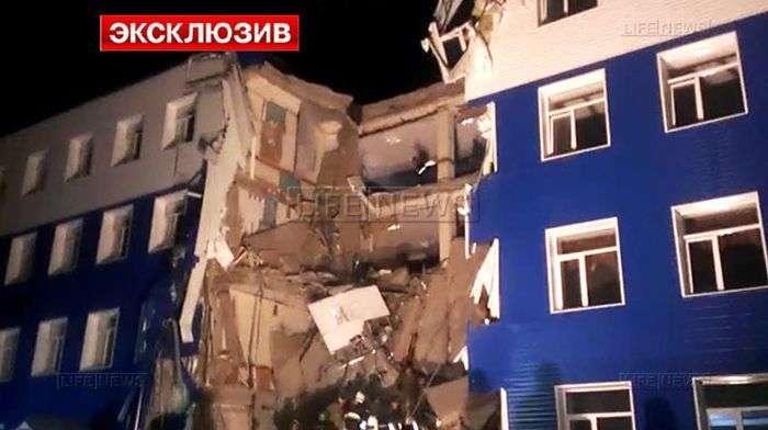 На околиці Омська обрушилася казарма ВДВ. 23 людини загинули, 19 поранені (8 фото)