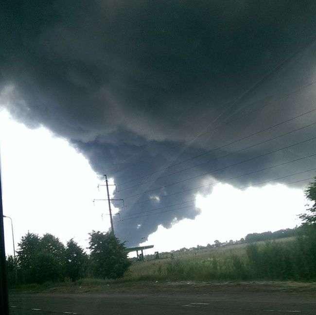 Пожежа на нафтобазі під Києвом (11 фото + 3 відео)