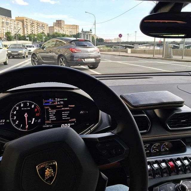 Власник суперкара Lamborghini про плюси і мінуси володіння такою машиною (2 фото)