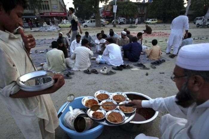 Умови життя більшої частини населення Пакистану (20 фото)
