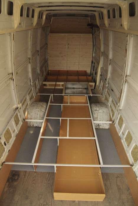 Саморобний будинок на колесах на базі вантажного фургона (27 фото)