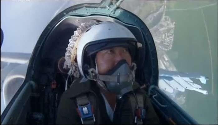 Селфи пілота Північної Кореї з кабіни штурмовика СУ-25 (3 фото)