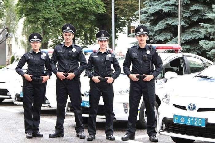 Київські патрульні поліцейські отримали власну нову форму (3 фото)