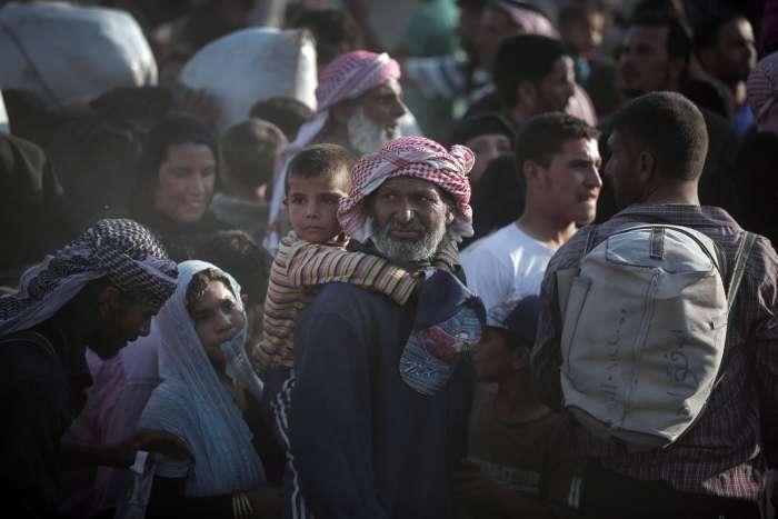 Сирійські біженці масово переходять на територію Туреччини (26 фото)