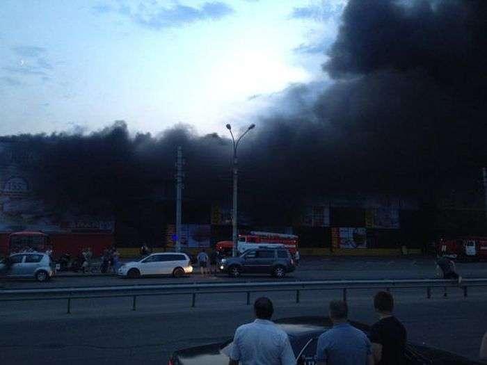 В Іркутську горить торговий центр (фото + відео)