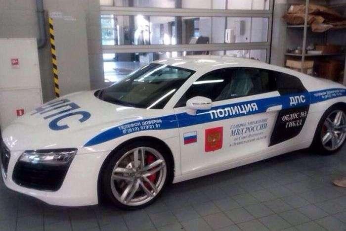 У поліції Санкт-Петербурга зявився суперкар Audi R8 (3 фото)