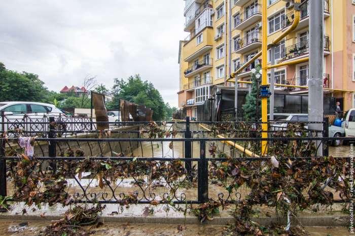 Одна з можливих причин повені в Сочі (43 фото + відео)