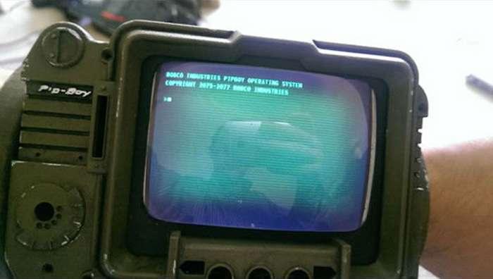 Фанат гри Fallout зібрав працюючу копію асистента Pip-Boy 3000 (16 фото)