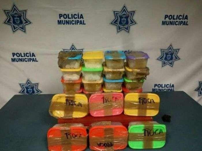 Контрабандисти мали намір переправити наркотики з Мексики до США на моторизованій дошці для серфінгу (6 фото)