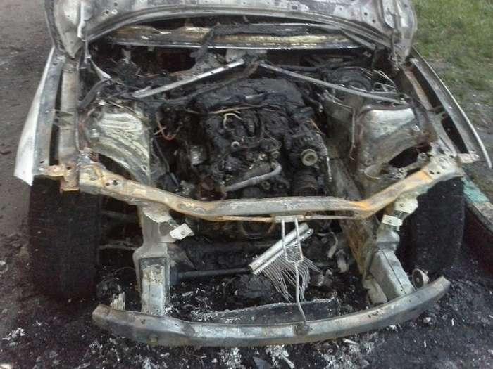 У Москві від рук невідомих осіб згорів кросовер BMW X1 (4 фото)