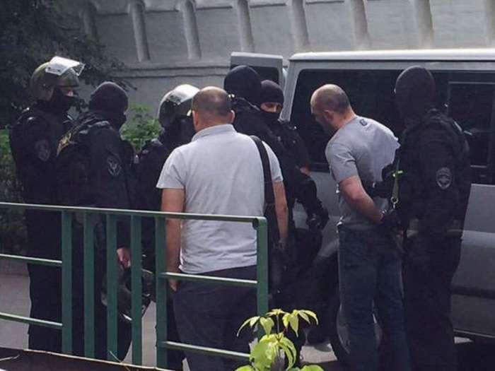 У Москві поліцейські затримали злочинців, використовуючи табельну зброю (4 фото + відео)