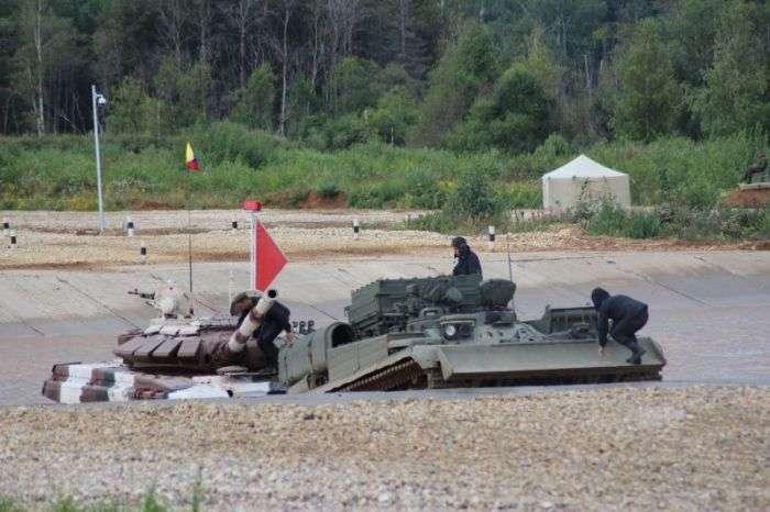На «Армійських іграх 2015» танкісти з Венесуели «втопили» танк (15 фото)