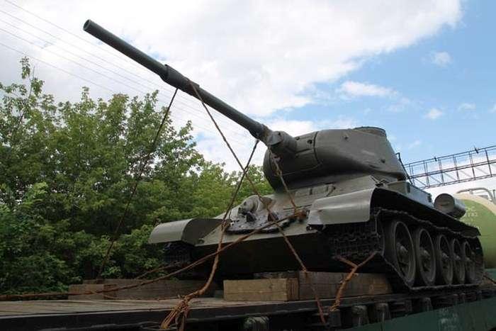 У Челябінській області попередили спробу контрабандного вивезення танка Т-34 (4 фото)