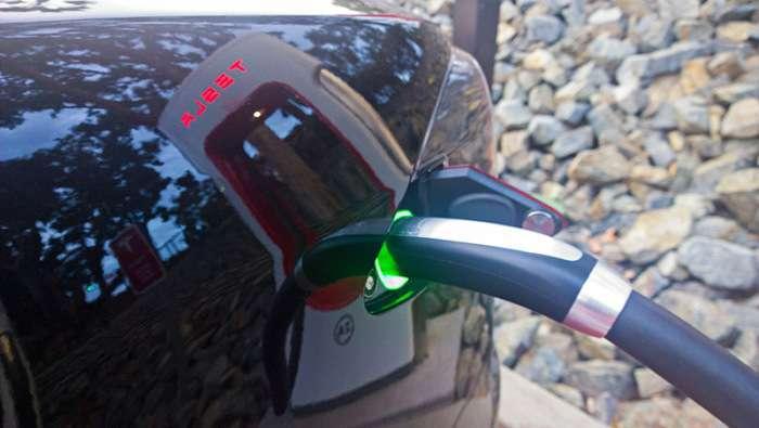 Безкоштовні заправні станції TESLA Supercharger (10 фото)