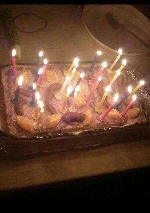 «Трояндочки» на святковому торті (2 фото)