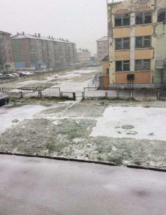 Після різкого похолодання в Воркуті випав сніг (13 фото)