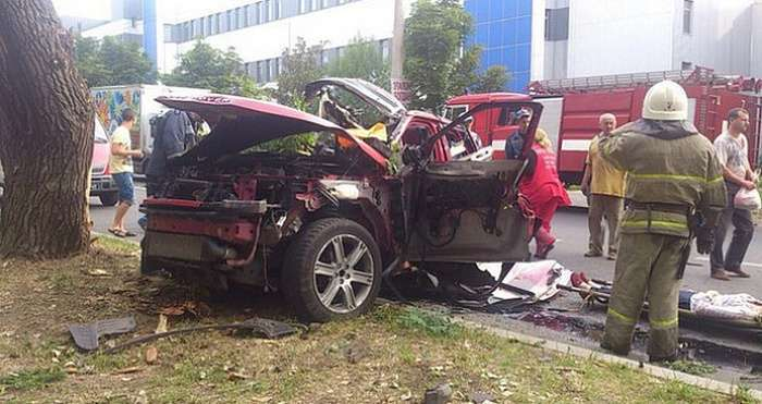 У Донецьку вибухнув замінований автомобіль, на якому їхала секретар глави ДНР (6 фото)
