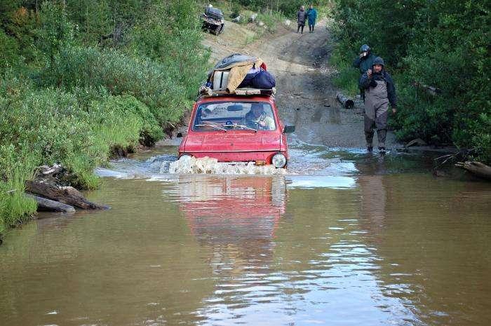 Підкорення російського бездоріжжя на «Запорожці» (17 фото)