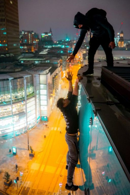 Фотографии руфера с высоты 230 метров без страховки Интересное