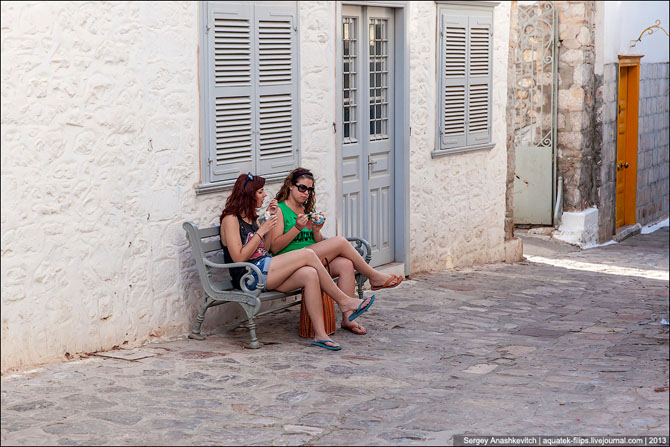 Любимый остров греческой богемы путеествия, Путешествие и отдых