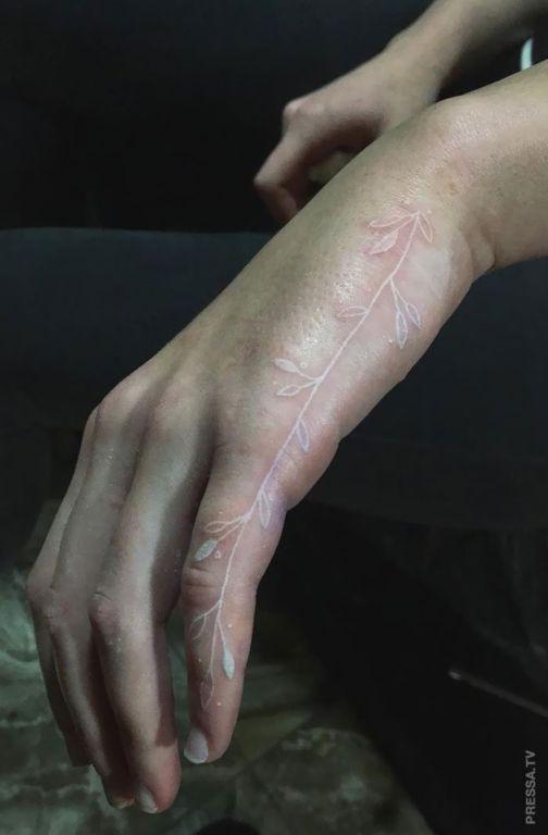 В моду входят белые татуировки Интересное