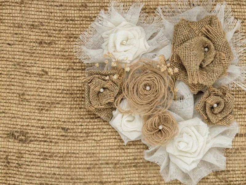 Как сделать цветы из мешковины Вдохновение