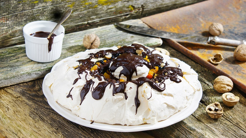 Как приготовить десерт из сметаны и чернослива Кулинария