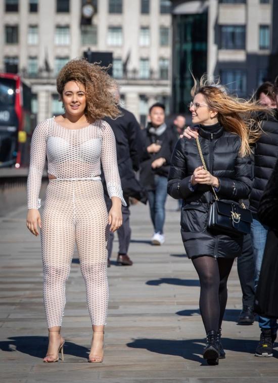 Британка Лу Муссингтон решила проверить, как отреагируют люди на откровенный наряд Хлои Кардашьян. Приколы