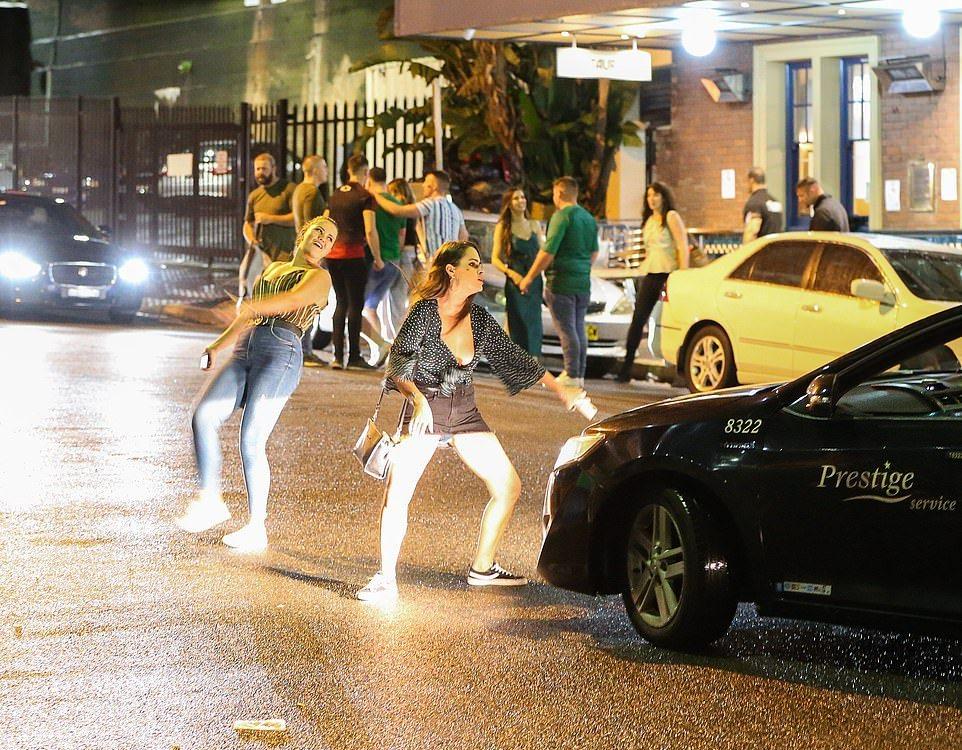 Пили и гуляли всю ночь на День Святого Патрика в Австралии МиР