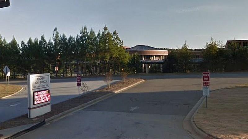 Замужнюю 25-летнюю американскую училку арестовали за секс с 17-летним учеником МиР