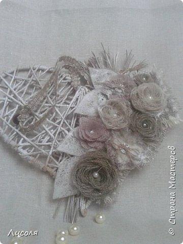 Небольшая иллюстрация к процессу создания очаровательных цветочков из мешковины женские хобби