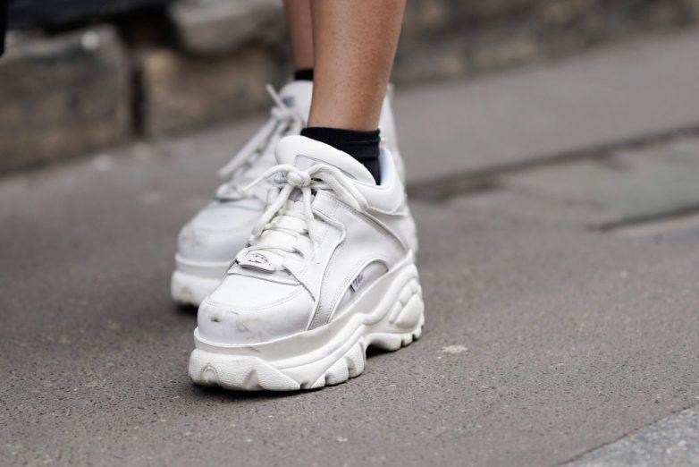 Как вернуть белым кроссовкам былую белизну полезные советы